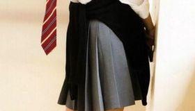 本田翼の制服&白スニーカー
